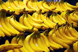 Manfaat buah pisang untuk memutihkan gigi