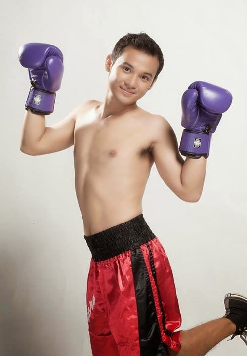Alwyn Uytingco Shirtless for Beki Boxer