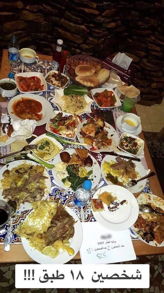 مطعم شهير يوثق إسراف الزبائن في البوفيه المفتوح بالصور !!