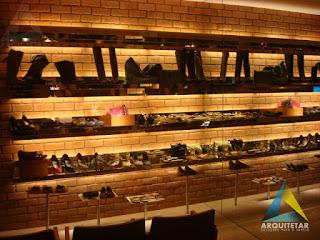 projeto arquitetura prateleiras calçados loja feminina