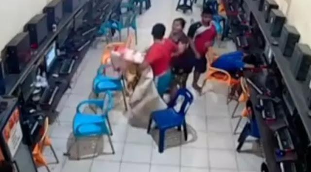 Video Anak Tak Pulang - Pulang Karena Main Game, Ibu Ini Sampai Bawakan Kasur Ke Warnet