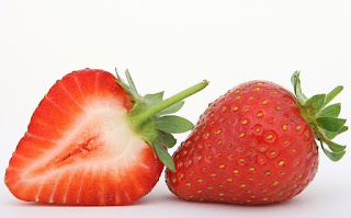Homemade Strawberry Face pack for All Skin in Hindi