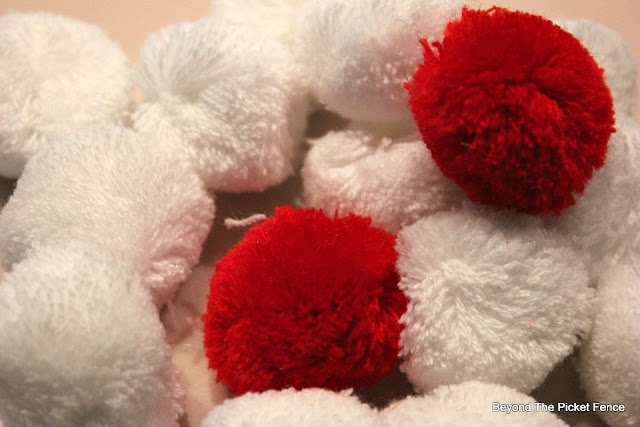 pompoms, target dollar spot, Christmas craft, https://goo.gl/OTFQA6