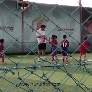 Berlatih dengan Robby Darwis, salah satu pemain Persib Bandung