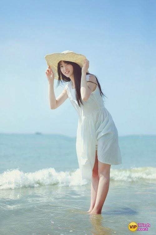 Vẻ đẹp tinh khiết của em gái trước bãi biển đẹp