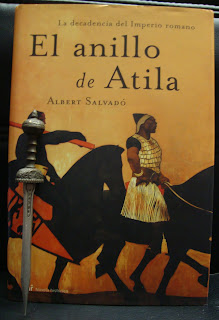 Portada del libro El anillo de Atila, de Albert Salvadó