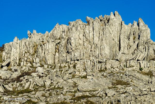 Parque Natural del Gorbea - formaciones del karst por El Guisante Verde Project