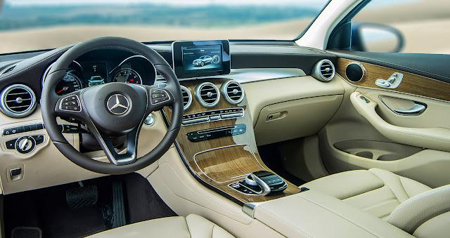 Nội thất Mercedes GLC 300 4MATIC Coupe 2018 được thiết kế thể thao mạnh mẽ