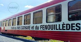 wagon du train rouge vu de côté