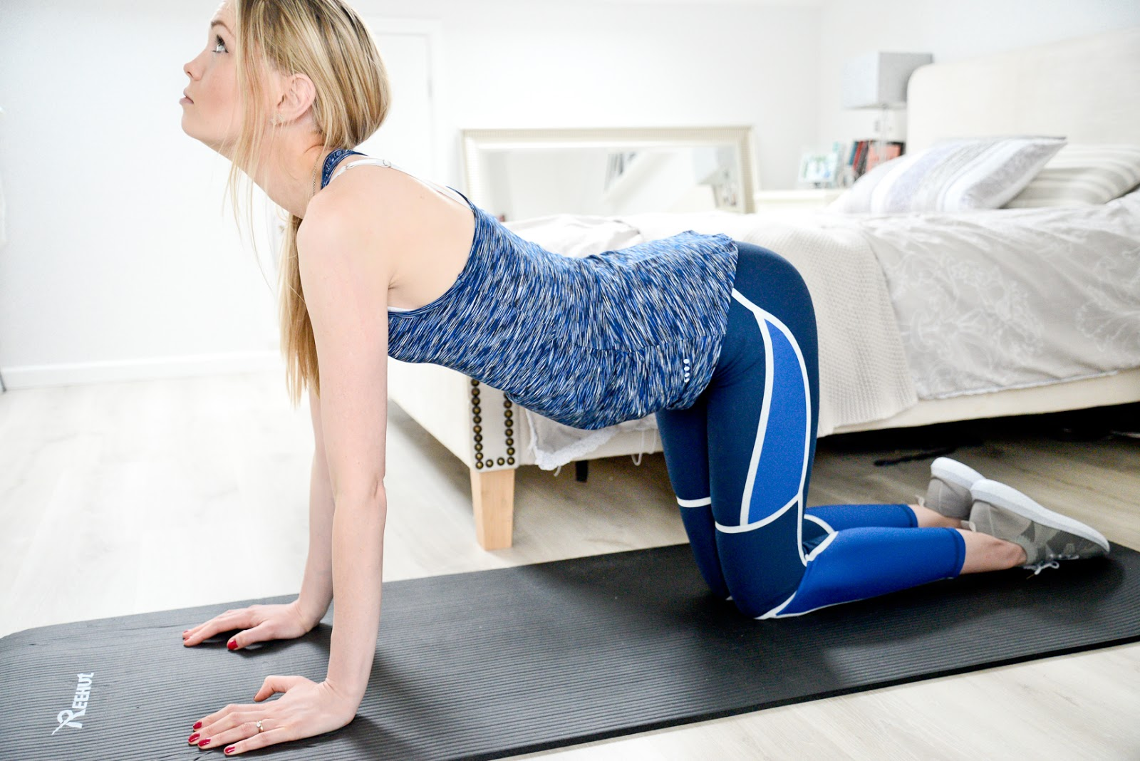 back pain, back pain relief, stretches for back pain, easy yoga, beginners yoga, scoliosis pain, upper back pain stretches