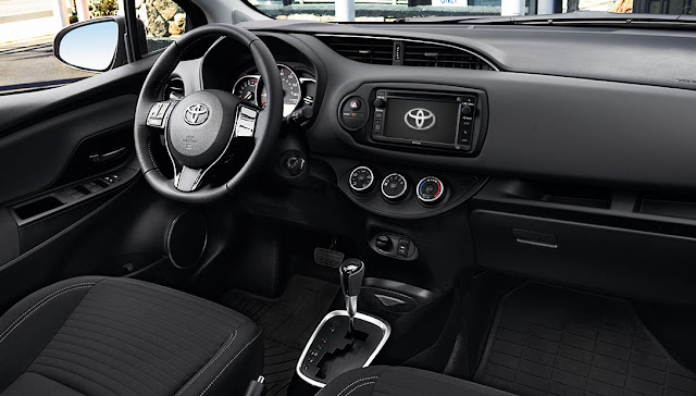 TOYOTA Yaris 2016, interior