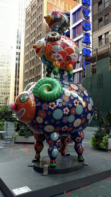 Карнавал кольорових звірів на Бродвеї, Нью-Йорк(Auspicious Triple Sheep. Hung Yi. Fancy Animal Carnival, NYC)