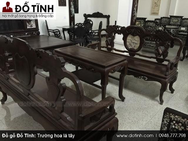 Bộ bàn ghế hoa lá tây với lối chạm khắc đơn giản nhưng giá trị rất cao