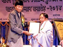 Binay Tamang felicitates Nepali dancer Usha Gomden in Darjeeling on Sunday