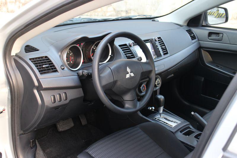 Car radio with free fitting