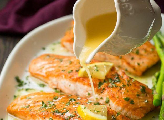 La meilleure recette de saumon au beurre à l'ail et citron!