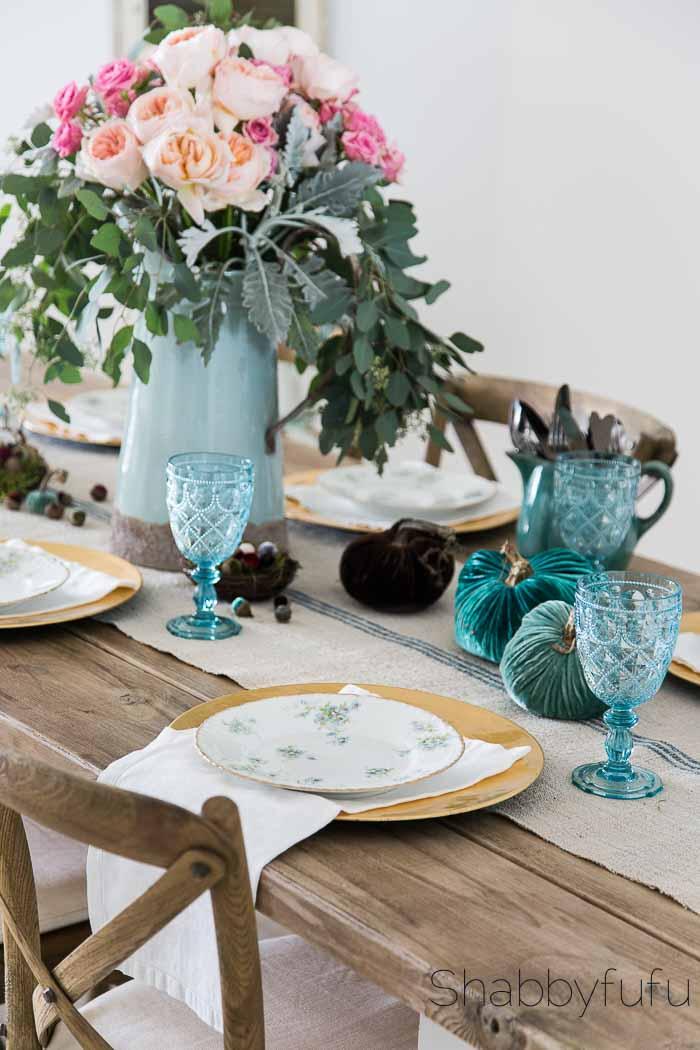 table-setting-velvet-pumpkins