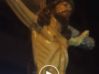 "Air Ajaib keluar dari patung Yesus dan diyakini mampu mengobati segala penyakit ""Ini adalah kuasa Tuhan"""