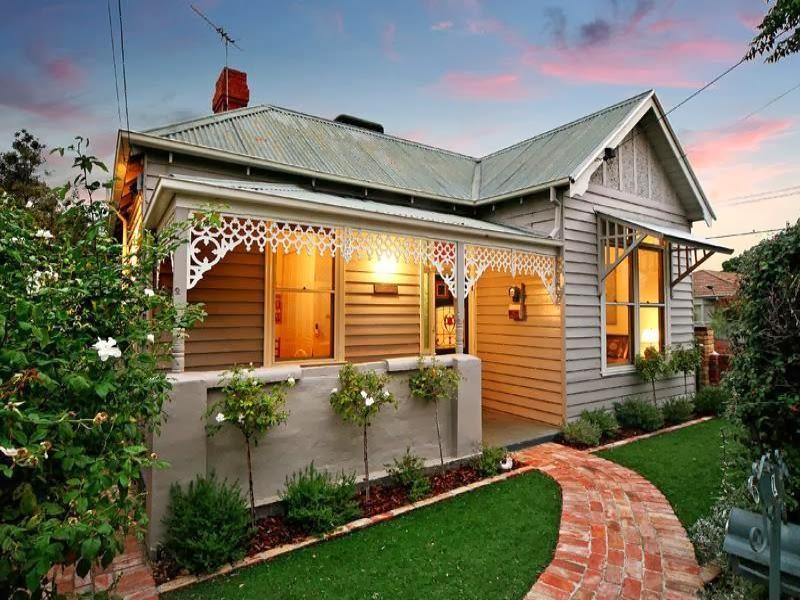 Hogares frescos 10 fachadas de casas modernas c lidas e - Casas pequenas con porche y jardin ...