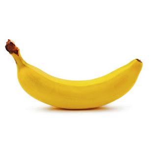 Pisang merupakan buah yang paling disukai cucak ijo