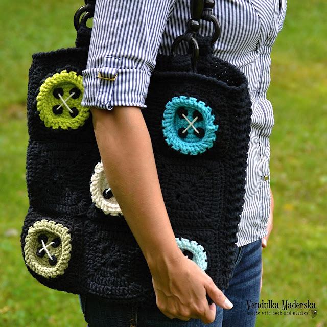 Crochet buttons bag pattern by Vendula Maderska