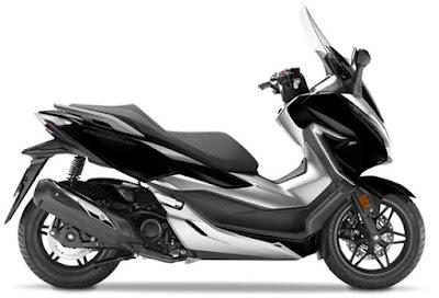 Honda Forza 300 2018 atau Forza 250 hitam samping