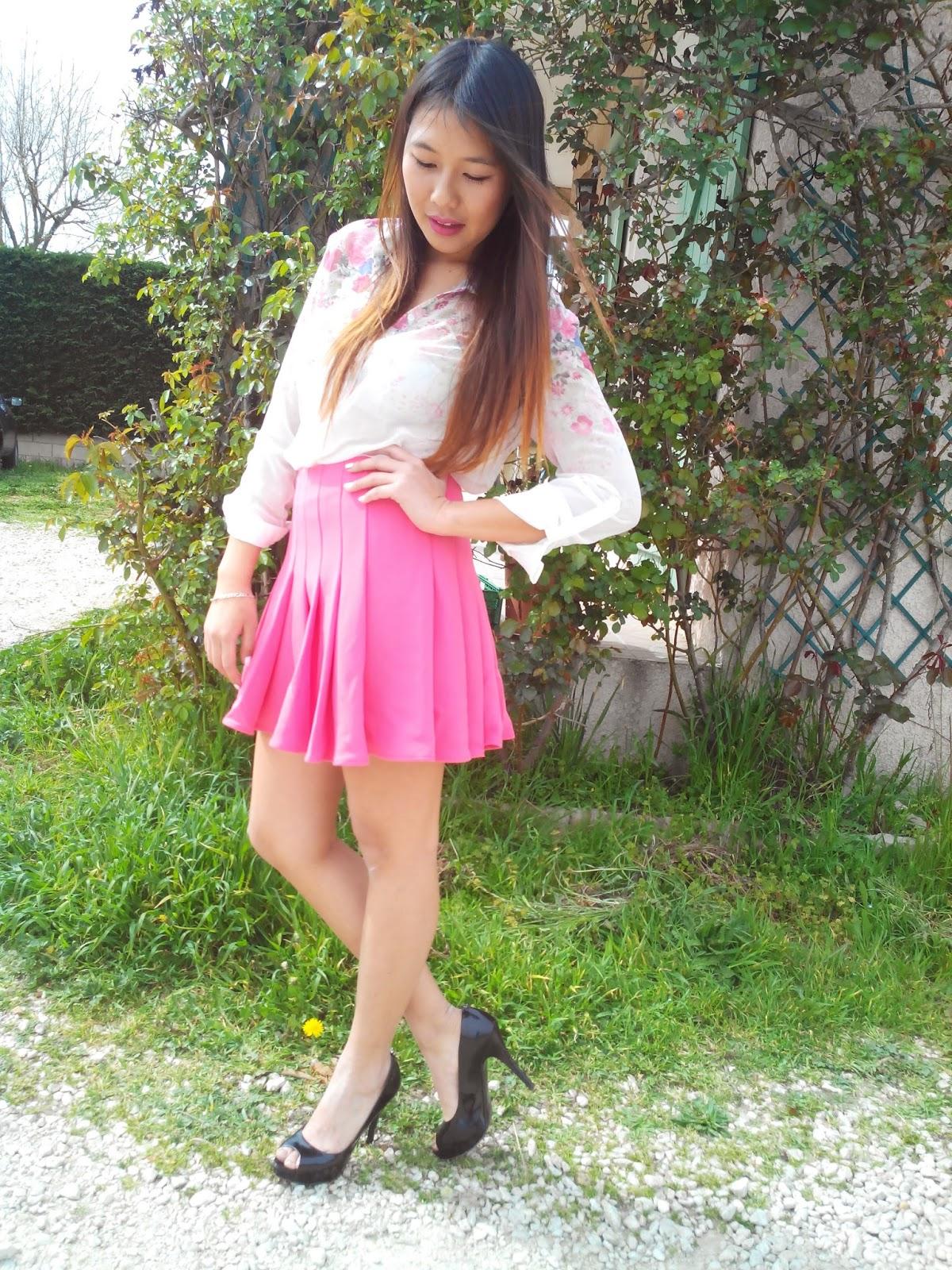 kanya's fashion look: jupe rose & chemisier à fleurs