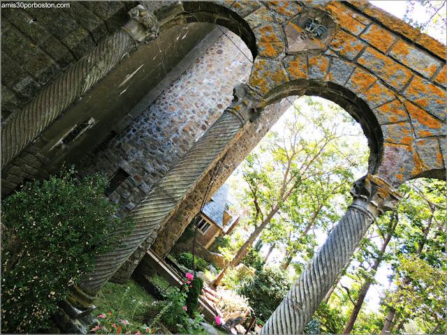 Arcos con Columnas en el Castillo Hammond, Gloucester