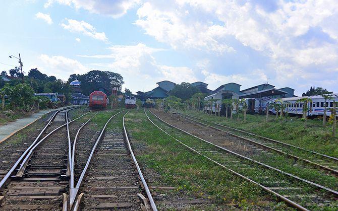 Jalur rel kereta api di dalam Balai Yasa Yogyakarta