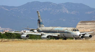 Foto del avión coronado de Spantax en estado de abandono
