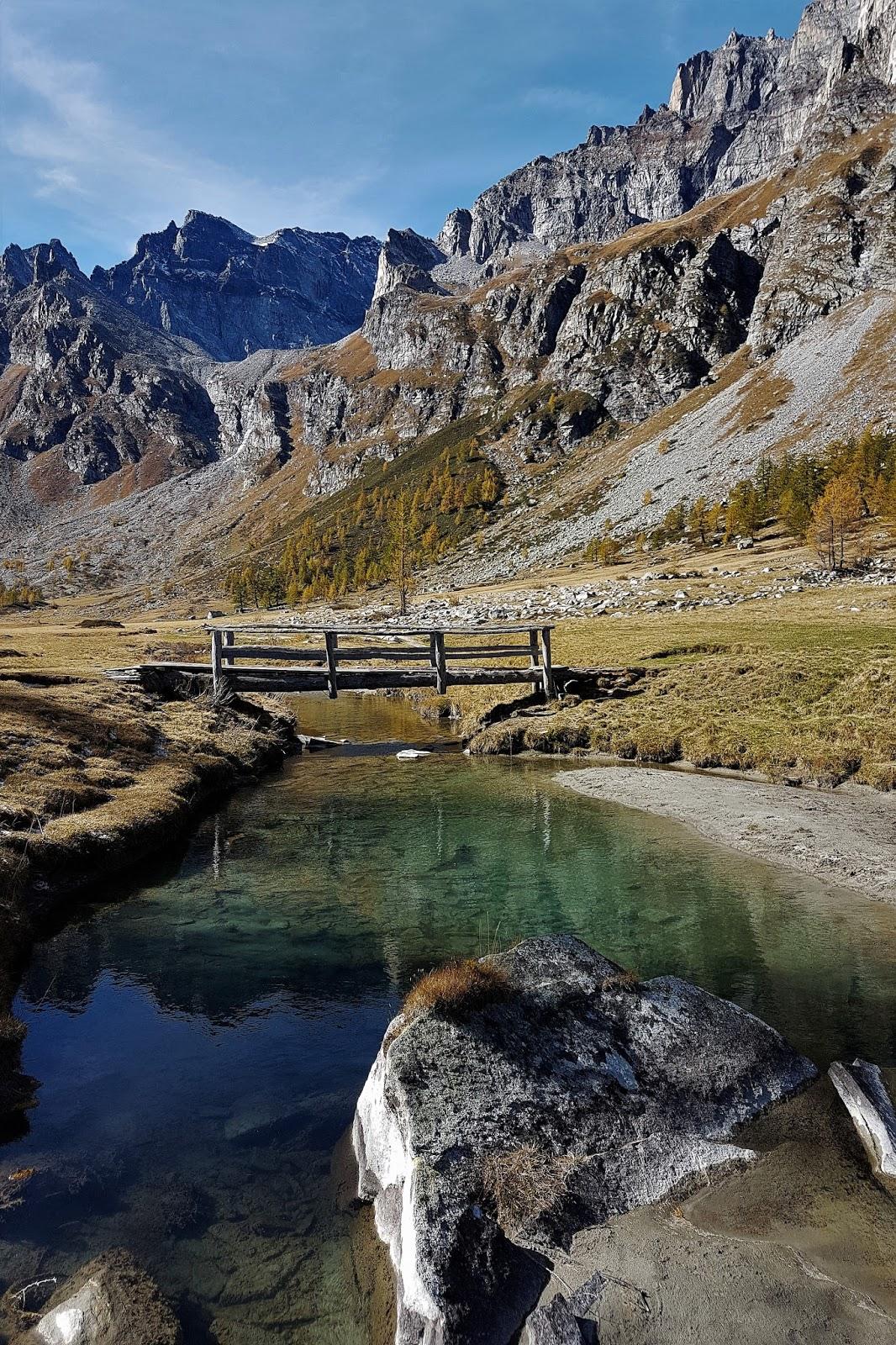 Il lago che si tinge di nero for Piani di ponte rialzati gratuiti