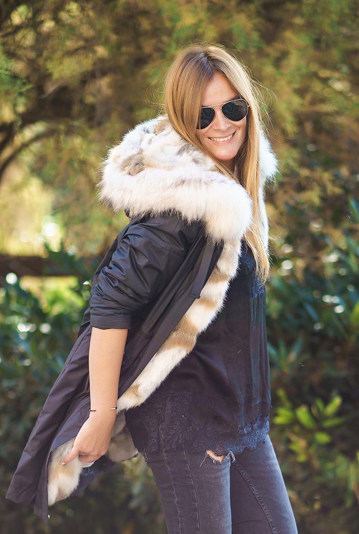 Parka,streetstyle, Es cuestión de estilo.Lucía Díez, Personal Shopper,Sandalias y abrigo ,estilo,Daniel Wellington,San Sebastian, Donostia.Parka Pelo