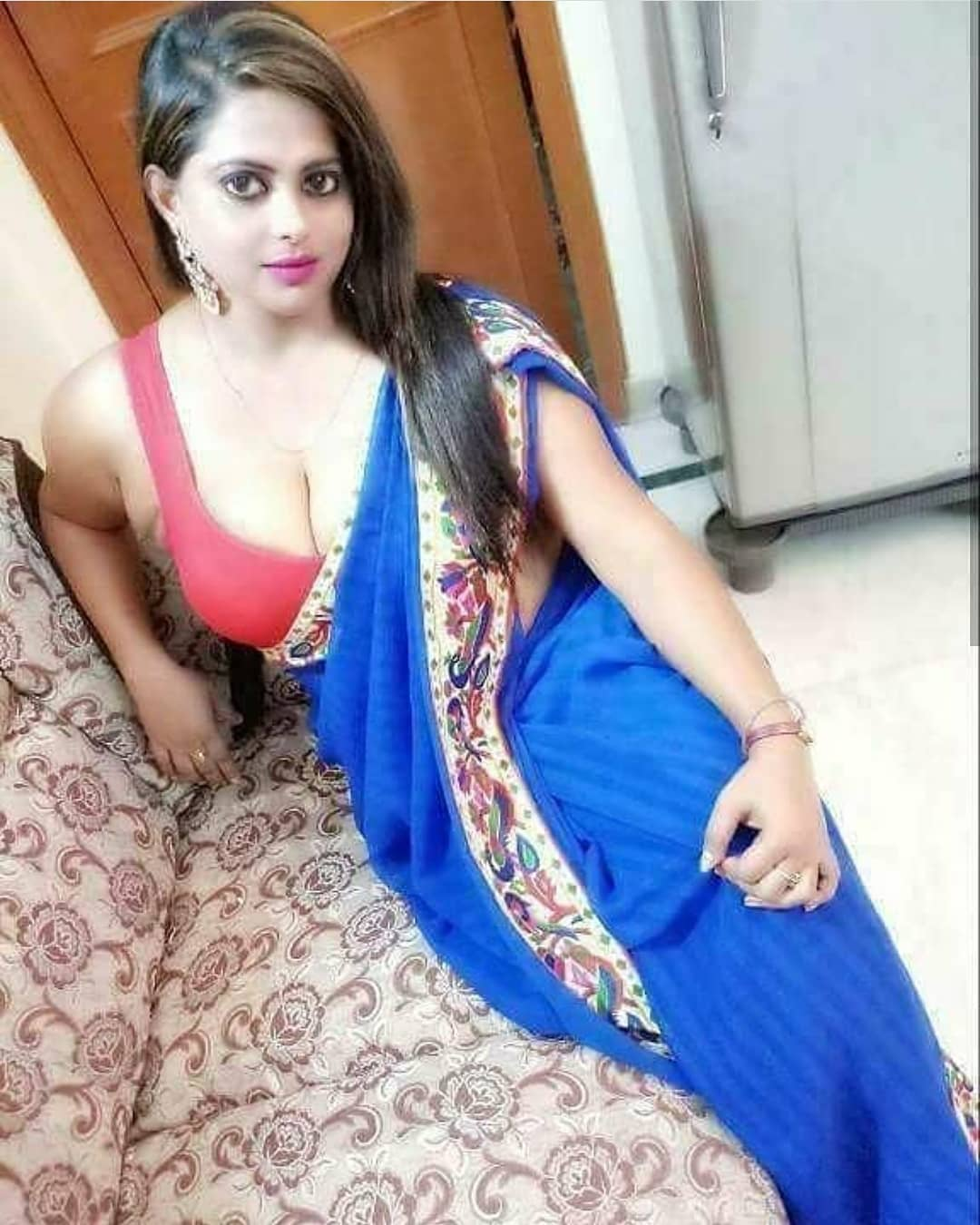 Beautiful Indian Aunties In Saree- Amazing Photo Gallery-1709
