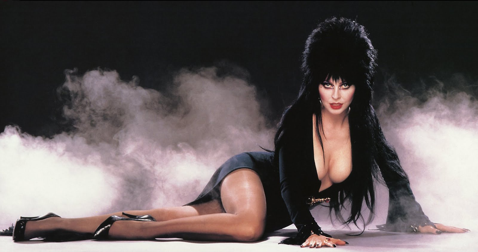 Elvira, Mistress of the Dark Coming To Comics From Dynamite