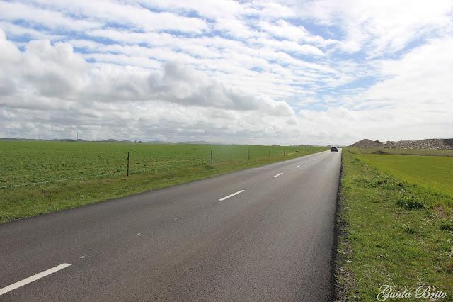 Estrada, verde e céu