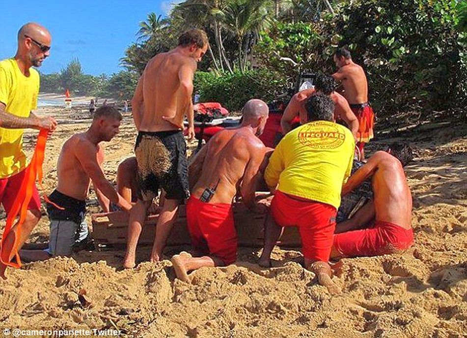 evan geiselman rescued after serious wipeout at pipeline 02