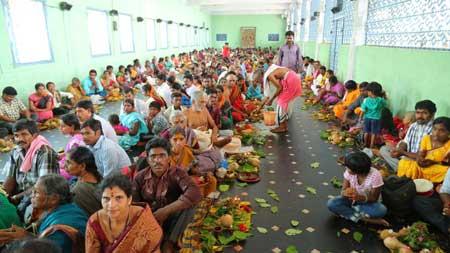 సువర్ణ శోభితం... సత్యదేవుని ఆలయం LordSatyanarayanaSwamy Annavaram Annavaram Temple Satyanarayana Swamy Annavaram Satyanarayana Swamy Annavaram Vratham Annavaram Pooja Annavaram Prasadam Meesala Swamy Bhakthi Pustakalu BhakthiPustakalu BhaktiPustakalu Bhakti Pustakalu
