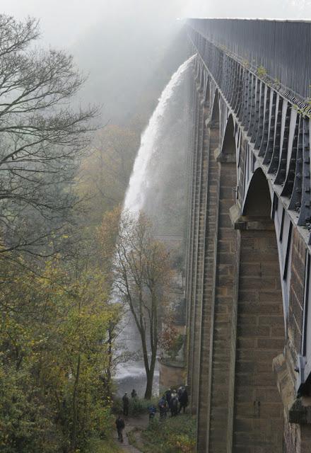 Судоходный акведук XIX века поразил наше воображение