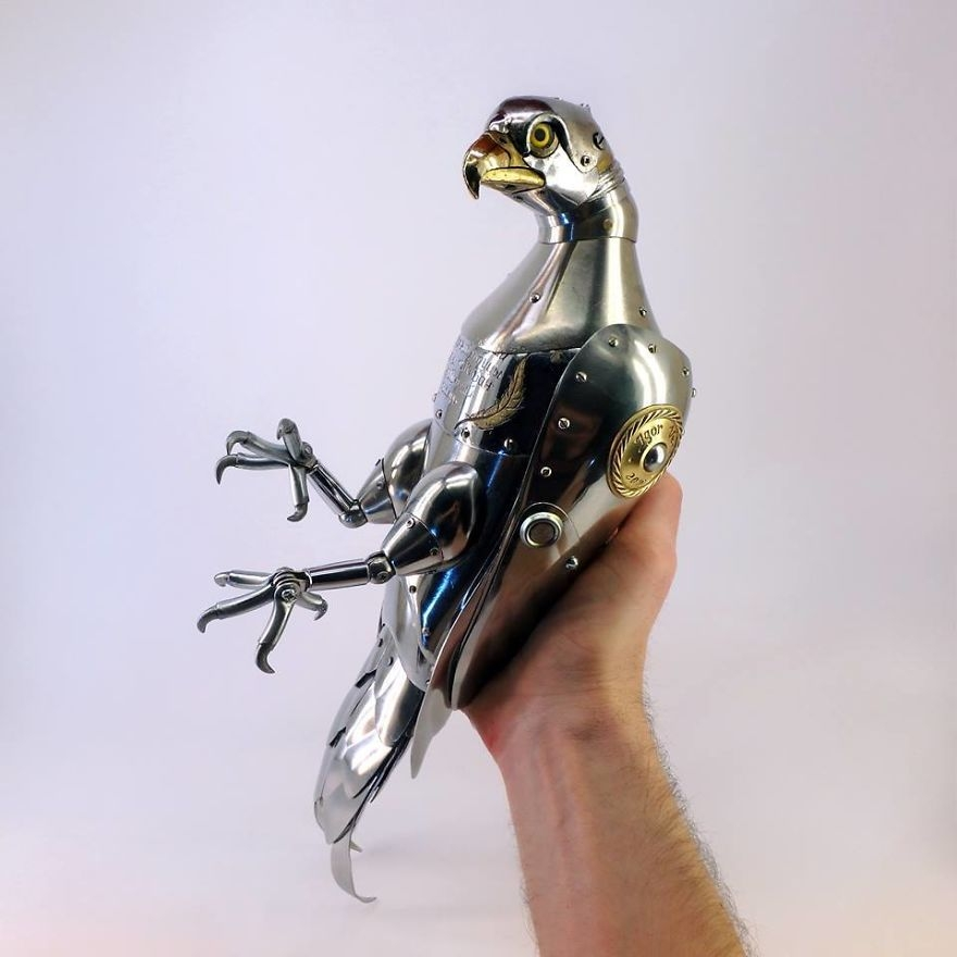 01-Pigeon-Igor-Verniy-Recycled-and-Upcycled-Animal-Steampunk-Sculptures-www-designstack-co