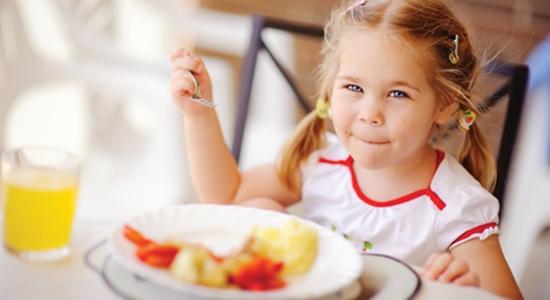 Peran Orangtua Terhadap Pola Makan Sehat Anak