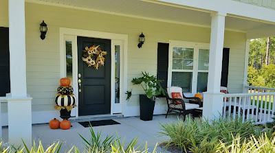 fall decorating front porch