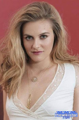 The life story of Alicia Silverstone, former model and actress American.