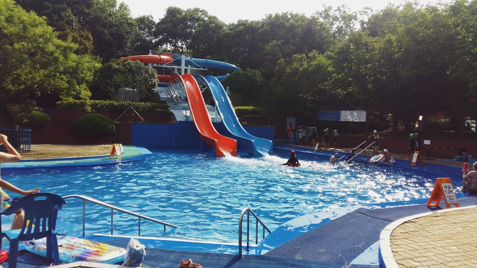 Touch daegu duryu park outdoor swimming pool for Outdoor pool