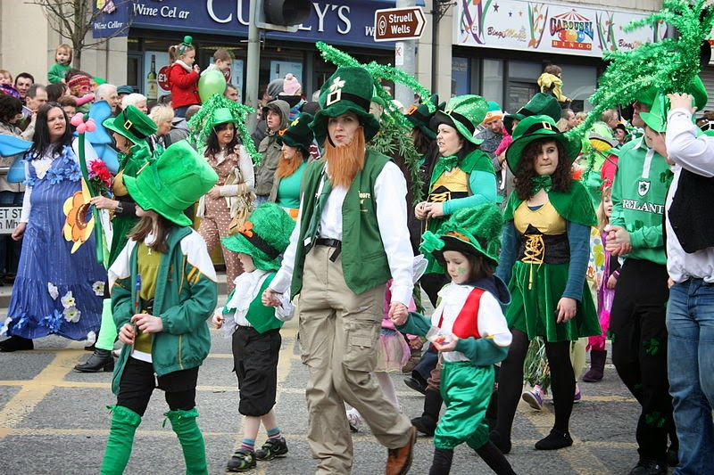 Frases De st-st patrick-saint patrick: Christians And Non-Christians Celebrate The Feast Regularly Dressing In Green Enjoy Irish Cuisine