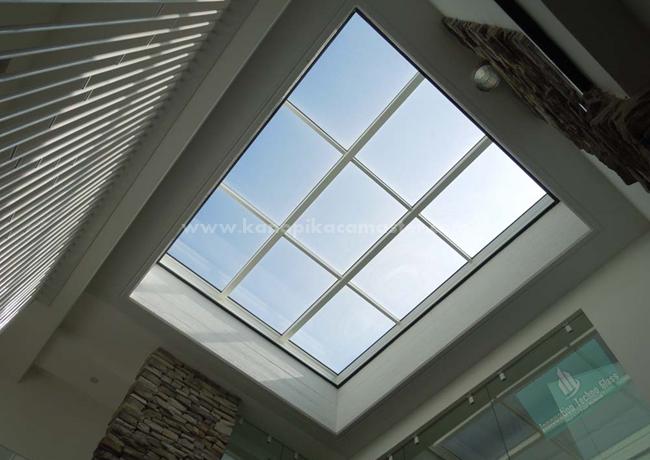 Atap Kaca Void Murah Desain Menawan - Pasang Kanopi Kaca ...