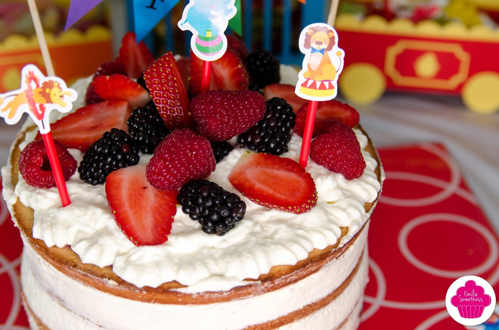 Creme Chantilly Decoration Gateau Emilie Sweetness Naked Cake Aux Fruits Rouges Et