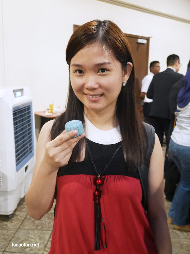 Janice enjoying her mooncakes at the event