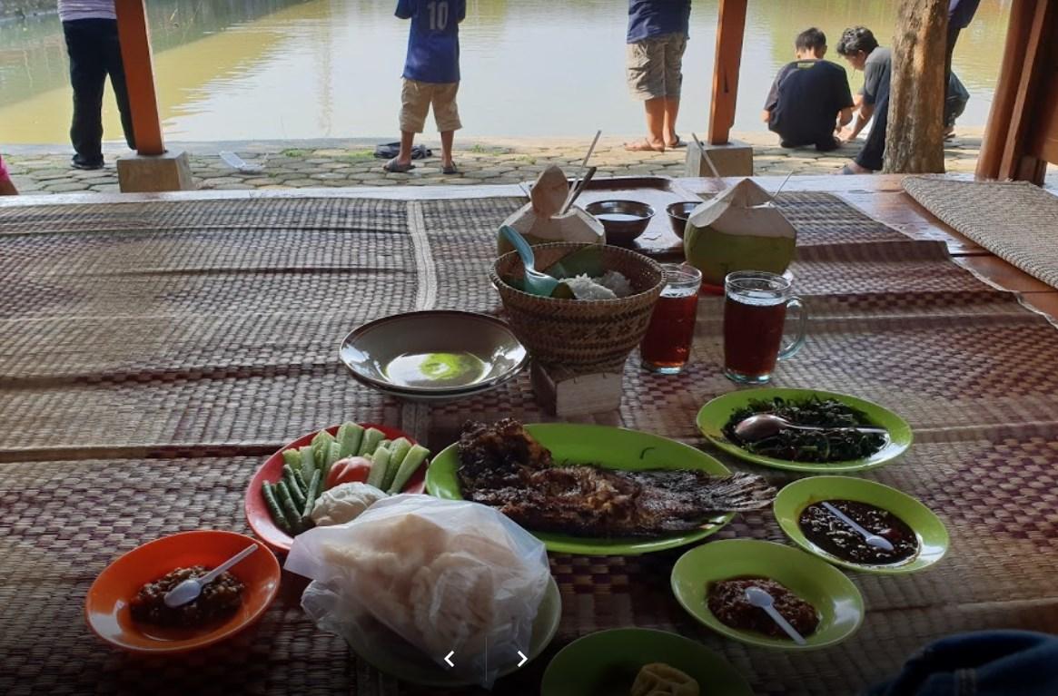 Wisata Keluarga Rumah Makan Mang Ajo Karawang Wisata Tempatku