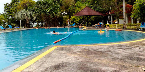 swimming pool pulau putri