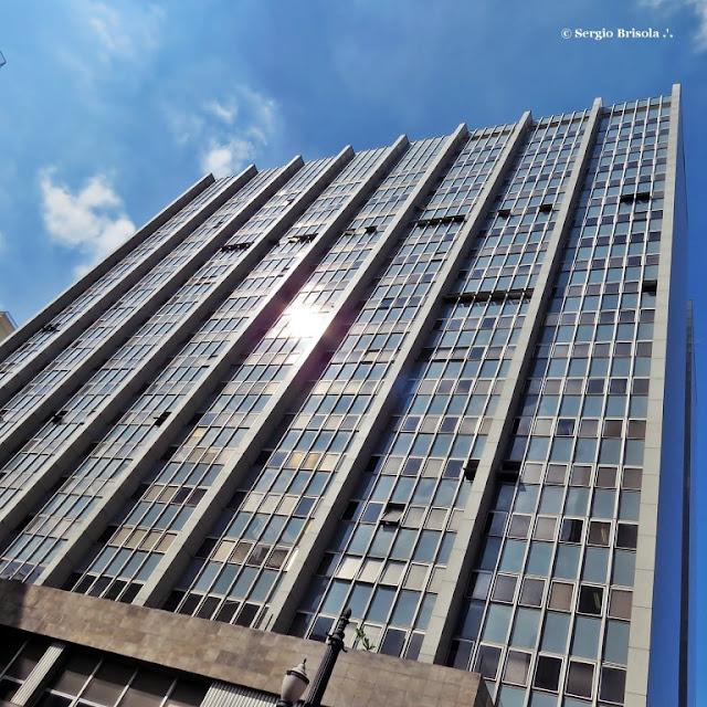 Perspectiva inferior da fachada do Edifício do Ministério da Fazenda SP - Centro - São Paulo
